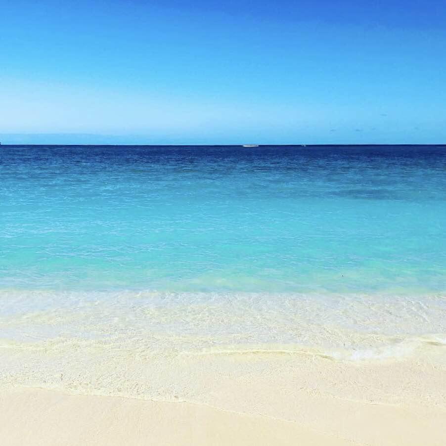 ハワイ、カイルアビーチの白い砂浜と海