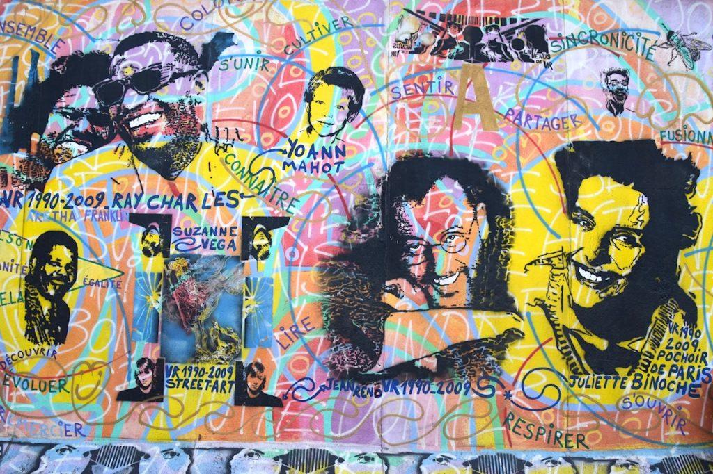 ドイツ、イーストサイド・ギャラリーにあるジョンレノンの壁に似たアート