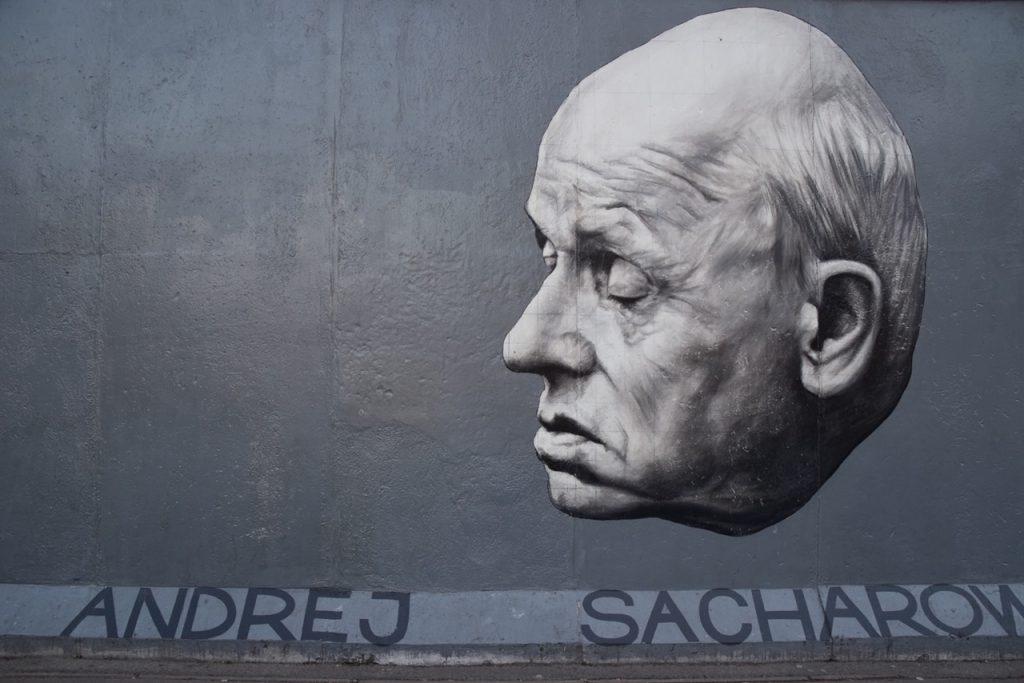 ドイツ、イーストサイド・ギャラリーにある繊細さを感じるデザイン
