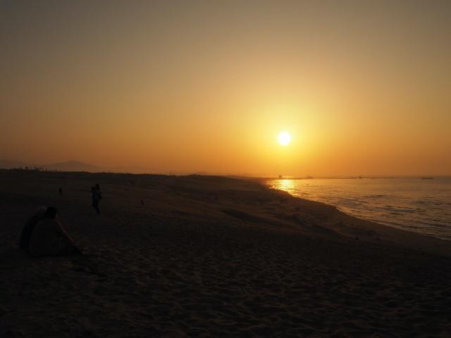鳥取県、鳥取砂丘で見る夕日
