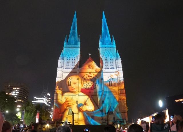 オーストラリア、セント・メアリー大聖堂のプロジェクションマッピング