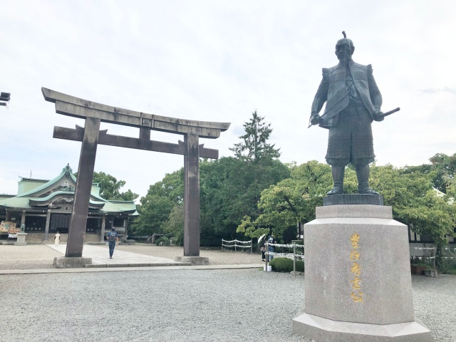 大阪府、大阪城豊國神社にある銅像