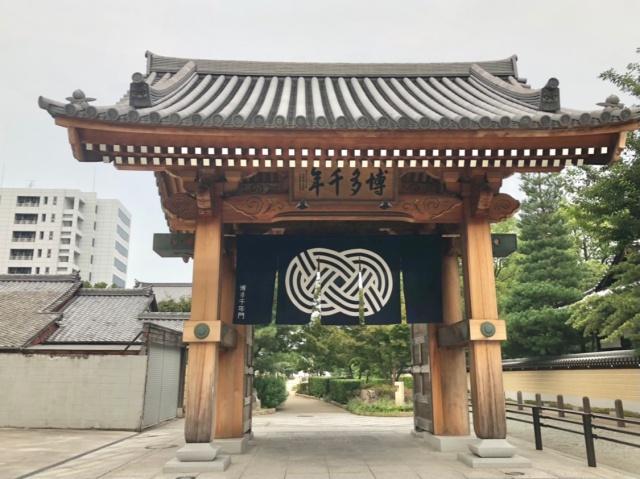 福岡県、博多千年門の正面