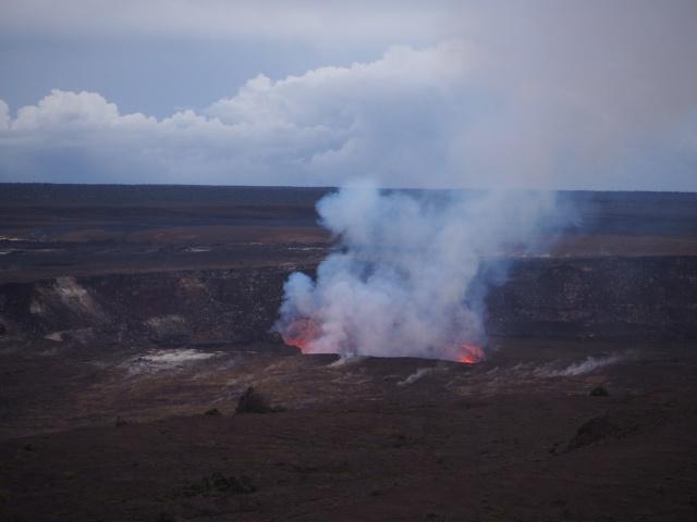 ハワイ、キラウエア火山の噴火口