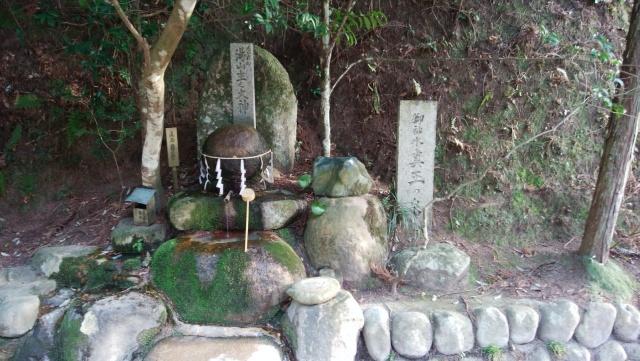 島根県、玉作湯神社の願い石
